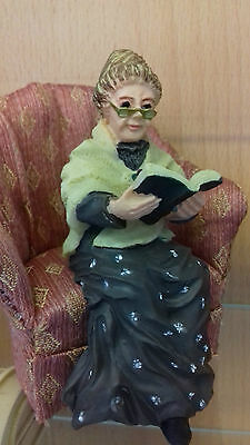 Dolls House Miniatures 1/12th Scale Resin Reading Grandma/Old Lady DP210