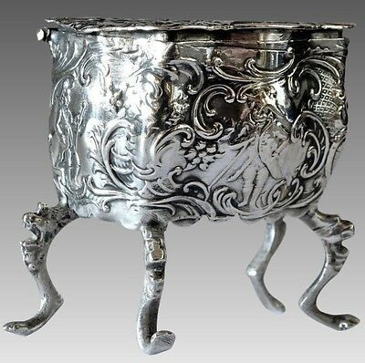 KARL KURZ c1910 Repousse Sterling Silver & Gold Wash Footed Snuff/Pill Box -L190