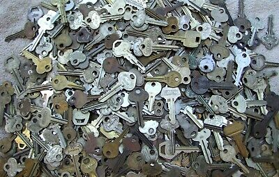LOT OF 20   ANTIQUE AND VINTAGE   KEYS        Art, Craft, Collectors ...