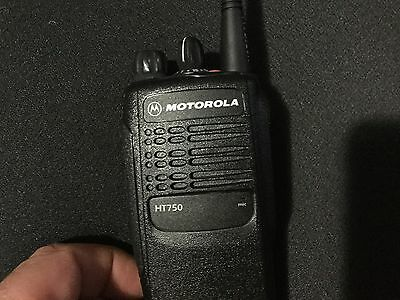 Motorola HT750 AAH25RDC9AA3AN Two-Way Radio UHF 16 Channels Pristine Cond A+