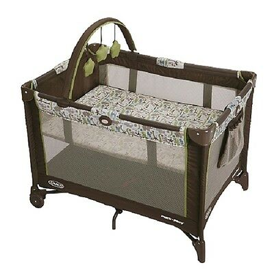 Graco Pack 'n Play® On The Go™ Playard - Zoofari / Baby play yard