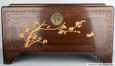 China 20. Jh. Große Holztruhe - A Chinese Wooden Chest - Coffre en bois Chinois
