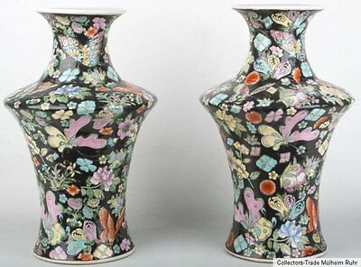 China 20. Jh. Paar 'Schmetterlings' Vasen - A Pair of Chinese 'Butterfly' Vases