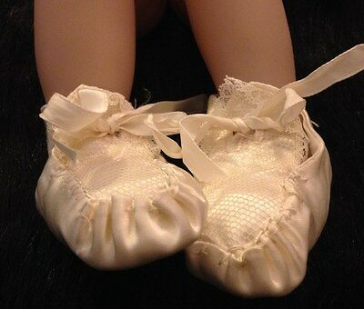 ANTIQUE VICTORIAN baby SATIN SHOES Sz. 0-1 Christening Off white, lace, vintage