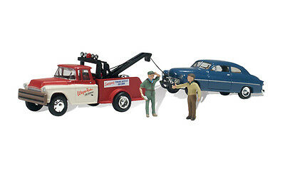 Tow truck in action for Model Trains N SCALE - Accessories - Woodland Scenics