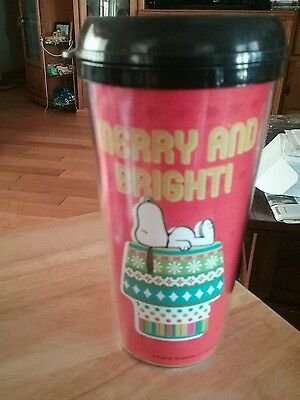 """SNOOPY PLASTIC 16 oz PEANUTS SNOOPY TRAVEL CUPS, COFFEE MUG """"MERRY and Bright"""""""