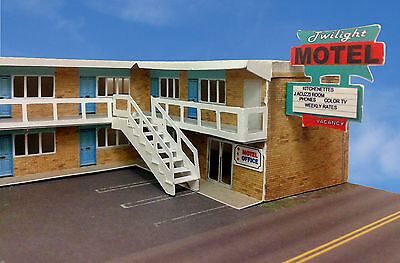 "N Scale Building - "" Twilight"" Motel Pre-Cut Card Stock (Paper Kit)"