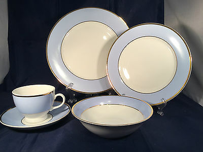 Choice of  Royal Doulton Blue & White China  Bruce Oldfield 2004 VGC