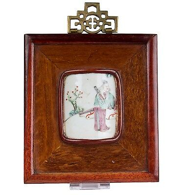 China 18./19. Jh. A Chinese Wood Framed Famille Rose Porcelain Plaque - Chinois