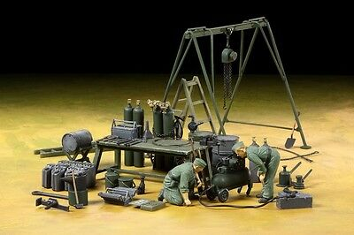 Tamiya 37023 1/35 Military Model German Field Maintenance Team w/Equipment Set