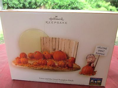 Hallmark 2006 Halloween Peanuts Linus And The Great Pumpkin Patch Display Nib