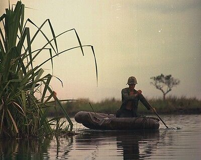 "Soldier paddles boat during Operation Tong Thang 8""x 10"" Vietnam War Photo 248"