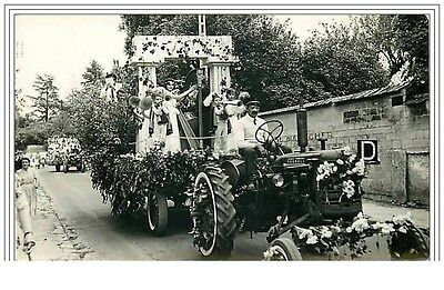 CHANTILLY ? Défilé de Char Tracteur Photo R. Cottreau