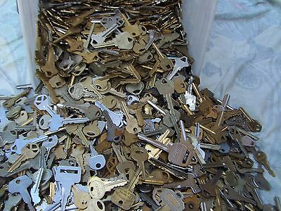 Lot of  Misc Keys 4.5 Pounds (LBS)  HOUSE,CARS.  Some old     Arts    Crafts