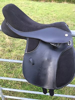 "Thorowgood 15"" Wide Black Pony Club Saddle"
