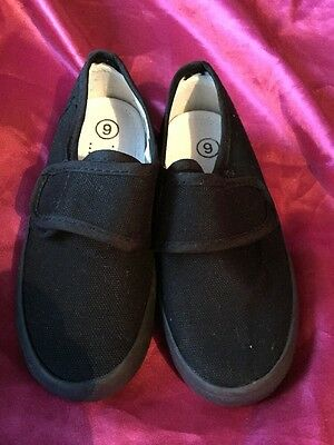 New Boys,Girls,Unisex,School,PE,Gym,Sports,Pump,Plimsoles Shoes. Size 9 Velcro