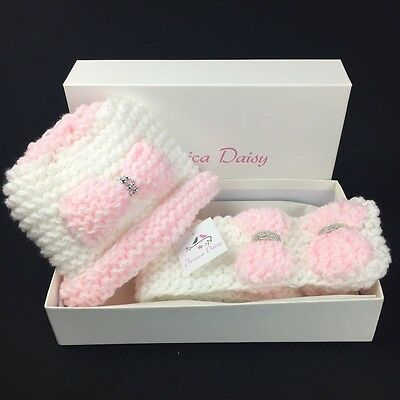 Girls hat and scarf set infant sizes 9-18m and 1 to 3 years, New for Winter