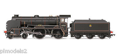 Hornby  - R3194 Br 4-4-0 Schools Class Locomotive 'epsom' '00' Scale
