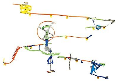 Hot Wheels Wall Tracks Auto Motion Speedway Starter Set. Free Shipping