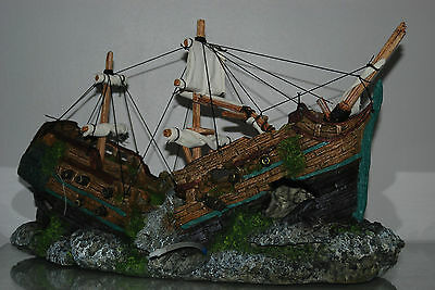 Stunning Aquarium Detailed Giant Old Galleon With Sails 56x33 x23 cms & airstone