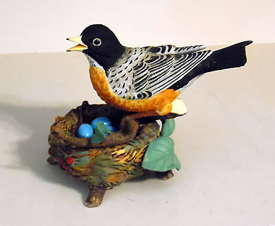Crystal Cathedral Porcelain Robin Bird In Nest With Eggs Figurine