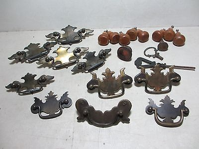 22 Drawer Pulls Cabinet Knobs Brass Wood Metal ~ Vintage ~ Nice Mixed Lot