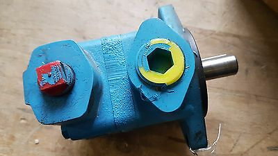 New Eaton Vickers Vane Pump V10 1P2P 1C20 LH / 382075-7 Made in USA