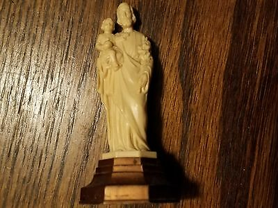 Religious Statuette made in italy Man Hokding Small Baby Prayer Tool