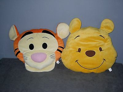 Disney  2 Peluches Coussins plats WINNIE/TIGROU     ( Diam 36  cm )