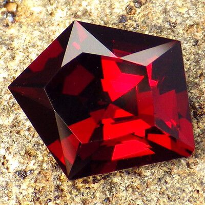 CRANBERRY RHODOLITE-E.AFRICA 3.22Ct CLARITY VVS2-AMAZING NATURAL COLOR!