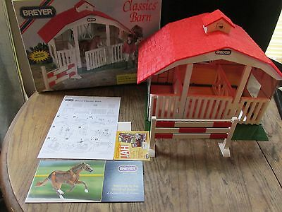 BREYER COLLECTIBLE CLASSICS 3 STALL RED BARN & HORSE JUMP AGES 4+   Complete