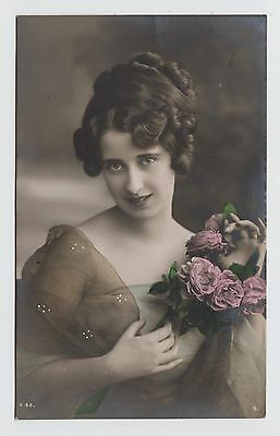 POSTCARD - glamour portrait, beautiful lady holding bunch of flowers