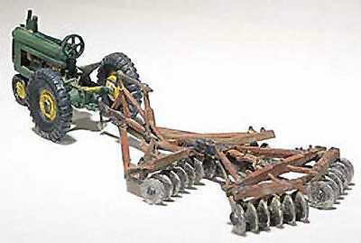 Tractor & Disc kit for Model Trains HO Layout - Woodland Scenics
