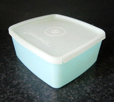 RETRO COLLECTABLE 1960s VINTAGE TUPPERWARE - SMALL PASTEL BLUE BOX with LID