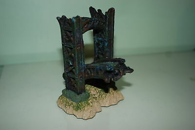 Aquarium Broken Bridge End Decoration Size 11x10.14.5 cms For All Aquariums