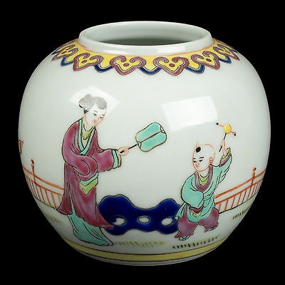China 20. Jh. Topf - A Small Chinese Famille Rose Porcelain Jar - Chinois Cinese
