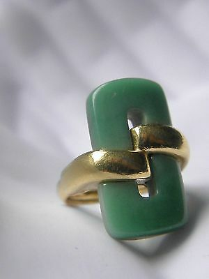VTG Crown Trifari Apple Green Jade Lucite Gold Tone Abstract Ring