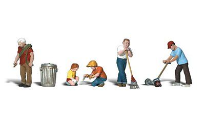 Lawn Workers (6) + Accessories - HO Model Train  - Assembled & painted