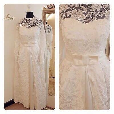 Ivory Lace 1950S early 1960s Illusion Neck vintage wedding dress SIze 8/10