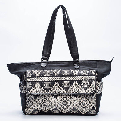 Mooloola Gilly Travel Bag in Black