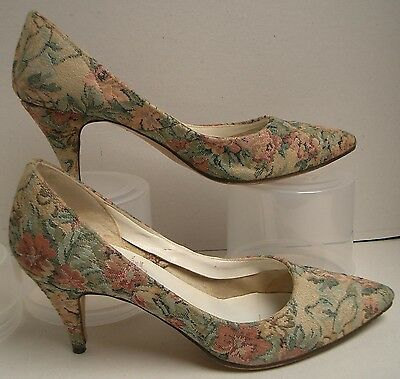 Gorgeous Vintage Tapestry Women's Shoes. Pointed Toe Court, Size 6.5/7