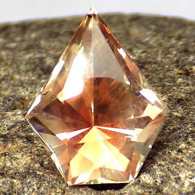 PINK PEACHY GOLD OREGON SUNSTONE 2.41Ct FLAWLESS-FOR BEAUTIFUL JEWELRY-VIDEO