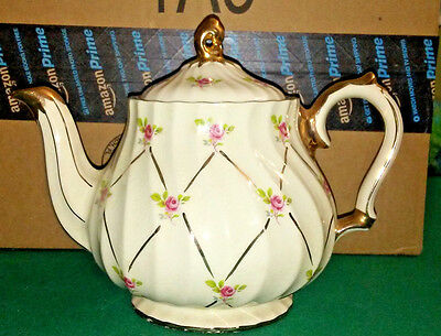 Sadler 4 Cup Teapot Cream Colored With Roses and Gold Lattice Trim Signed