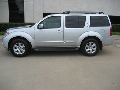 2012 Nissan Pathfinder SV 2012 Silver SV/Clean Carfax/Fully Loaded/Power Seat/Backup Camera/Bargain Priced