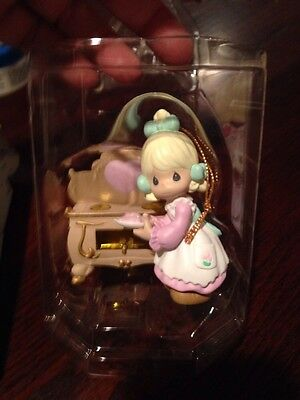 PRECIOUS MOMENTS BRIGHTEN UP ORNAMENT BY ENESCO 2001 Baking Cookies