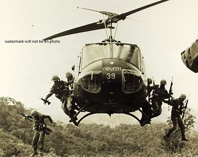 "Bell UH-1 Huey Helicopter dropping off troops 8""x 10"" Vietnam War Photo #50"
