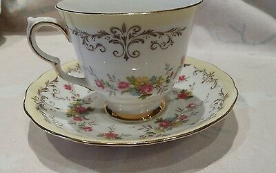 QUEEN ANNE BONE CHINA CUP & SAUCER PATTERN 8359 vintage/shabby chic pattern