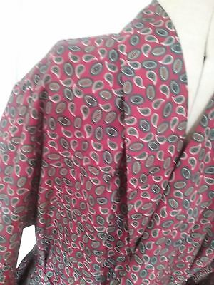 """Gentleman's Gown""lightweight smoking jacket  robe in a great paisley print XL"