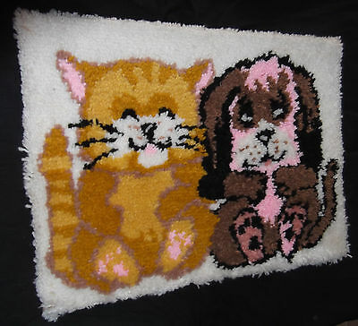 """Vtg Kitty Cat Puppy Dog Latch Hooked Hook Rug Wall Hanging 21"""" x 27.5"""""""