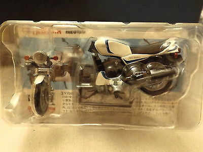 Furuta 1/24 Yamaha RZ350 Famous Motorcycles of the 1980s White